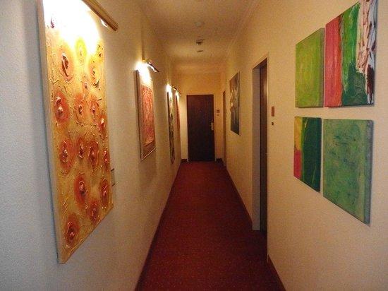 Hotel Das Tyrol: Коридор на 3 этаже