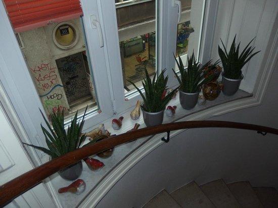 Small Luxury Hotel Das Tyrol: Окно на лестнице