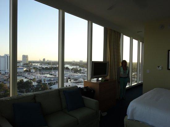 Courtyard Fort Lauderdale Beach: Windows in corner room