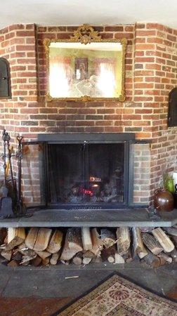 Christmas Farm Inn & Spa : Inn lobby fireplace