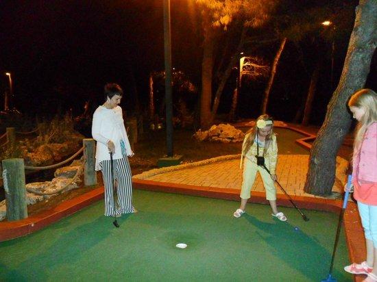 Solaris Hotel Niko: Мини гольф на территории комплекса