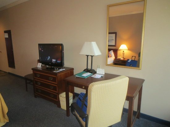 Quality Inn & Suites Seabrook Nasa Kemah: desk area