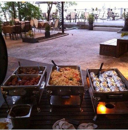 Mamma Mia Grill & Restaurant Rawai: Kocken Tommys underverk! Buffé