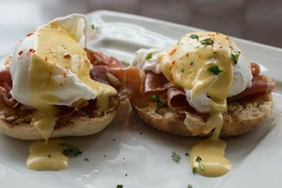 Evo Bistro: Eggs Benedict