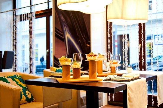 Restaurant M Lounge