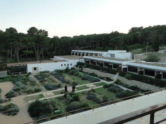 Hostal Spa Empuries : Jardin, Habitaciones y Spa