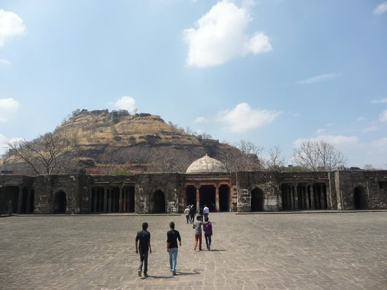 Daulatabad Fort : Baradari