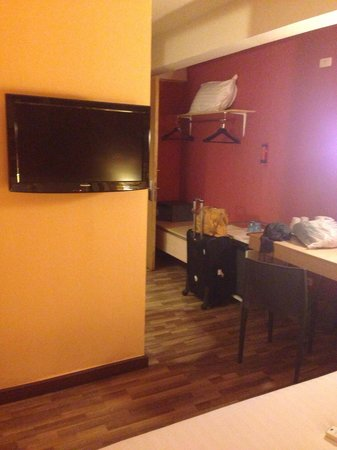 Ibis Styles Chiang Mai: Small room but comfortable
