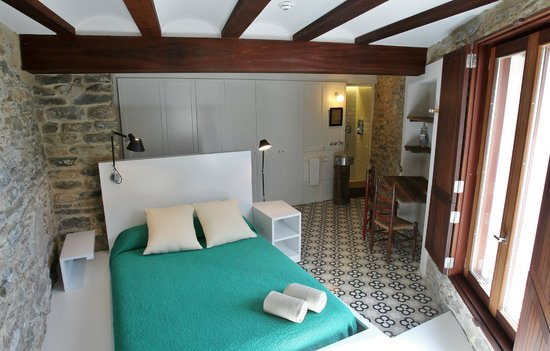 La Demba Arte-Hotel: Habitación Puntos Suspensivos