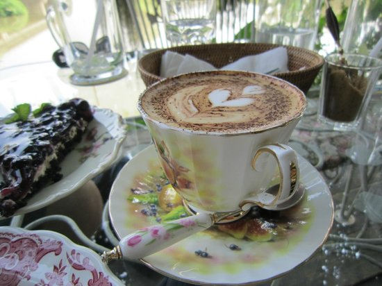 Chivit Thamma Da Coffee House : Hot Mocha Coffee