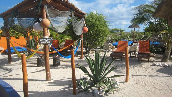 Villa La Bella: louges and hammocks