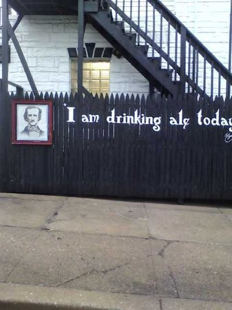 Annabel Lee Tavern: Exterior