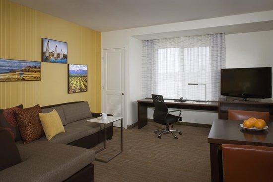 Residence Inn Tustin Orange County: Suite living room