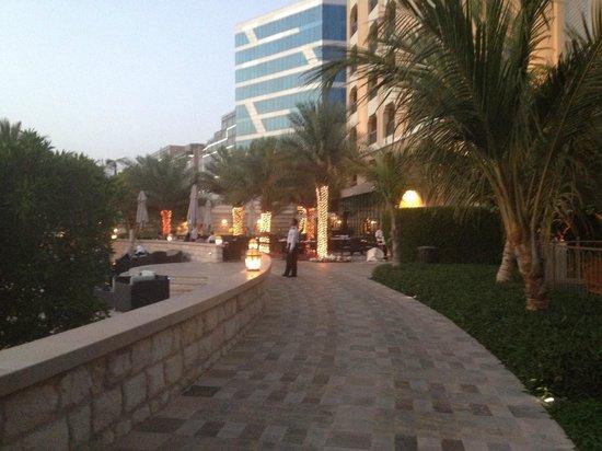 Fairmont Bab Al Bahr: Walkway betweeen Hotels