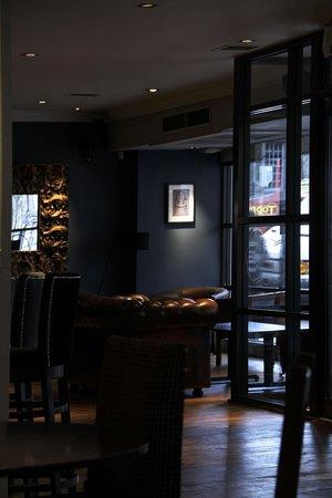 Sinatras Lounge Bar and Restaurant: Bar