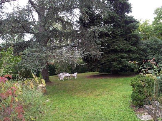 Chateau La Roussille : Lovely garden