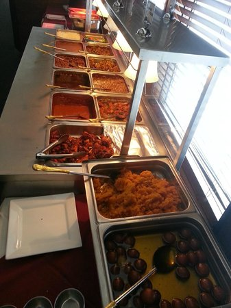 Delicious goat, chicken & traditional Indian dishes in the lunch buffet at Ambiance of India