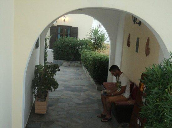 Aquarius Village Hotel: στην βιβλιοθήκη !!