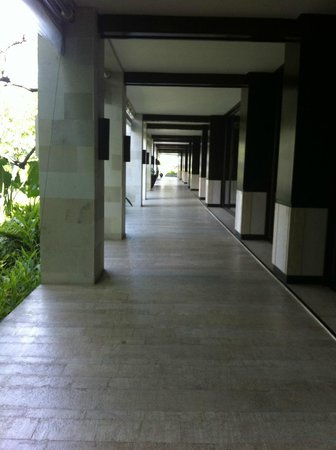 Fairmont Sanur Beach Bali: I loved the cool, clean, uncluttered look of the hotel