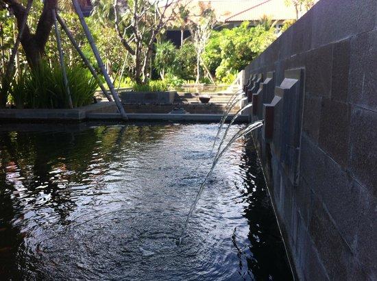 Fairmont Sanur Beach Bali: Hotel gardens