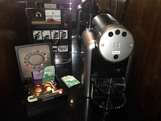 XO Hotels Park West: Hot drinks machine