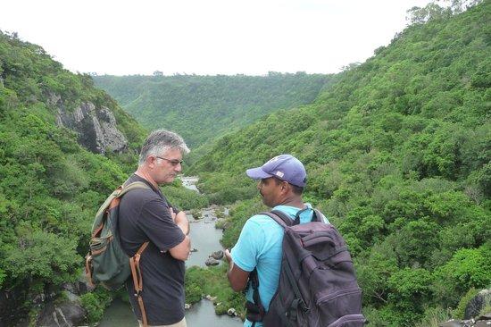 Tamarin Falls: NOTRE GUIDE JAY AVEC LA CASQUETTE