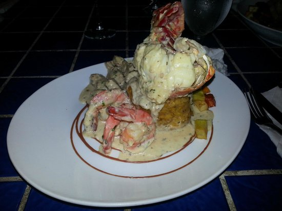 Calizo Seafood Restaurant : The three seasons (lobster tail, shrimp, and pork)