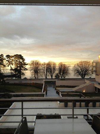 Hilton Evian-les-Bains : Beau couché de soleil sur le lac