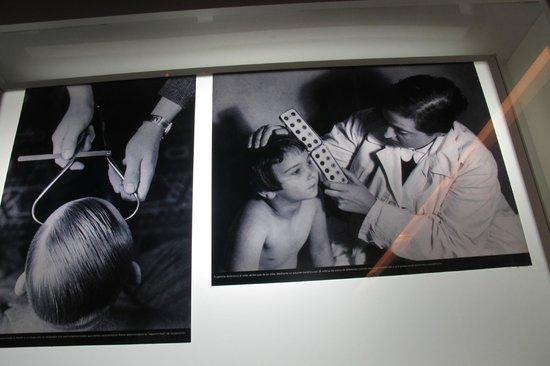 Museo Memoria y Tolerancia: Display 1