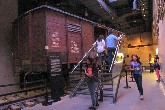 Museo Memoria y Tolerancia: Original carriage
