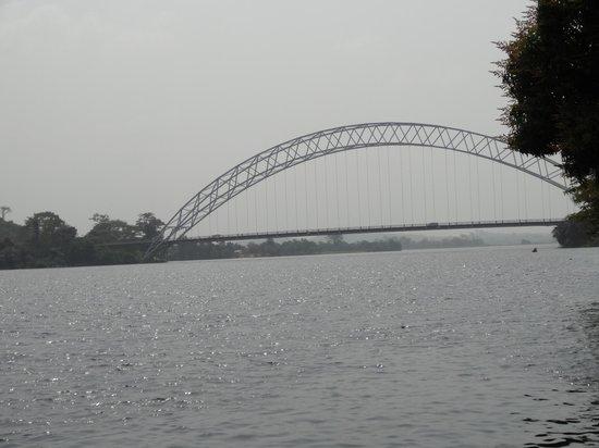 Aylos Bay Guest House: Le pont Adome