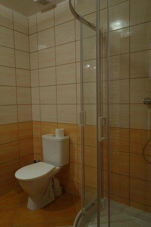 Adeba Hotel: salle de bain