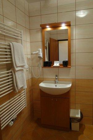 Adeba Hotel: vue salle de bain