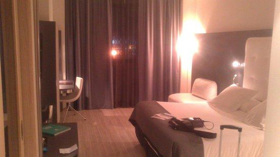 Maydrit Hotel: Cama y Sofacito