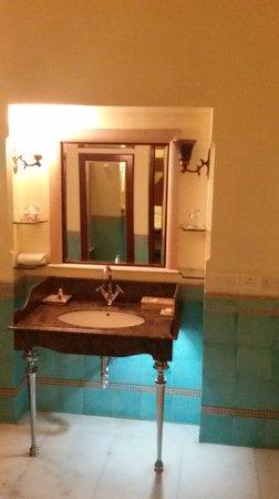 Taj Usha Kiran Palace, Gwalior : bathroom
