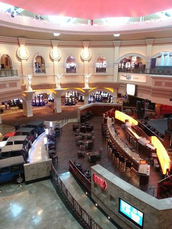 Caesars Windsor: Casino bar