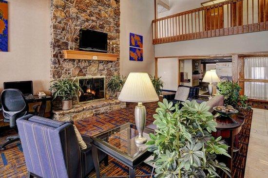 Quality Inn & Suites Valparaiso: Lobby