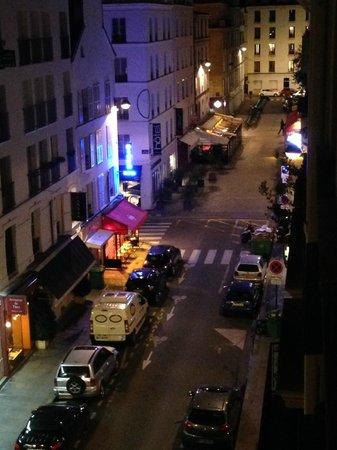 Hotel Relais Bosquet Paris: Street View from Room #44