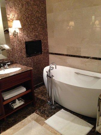 Lotte Hotel Moscow: Ванная