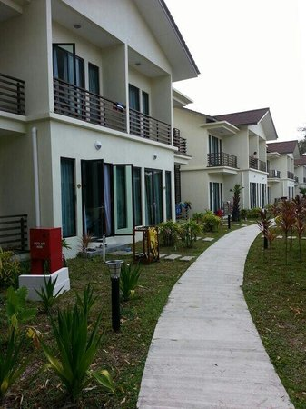 Redang Beach Resort : a small walk to pool