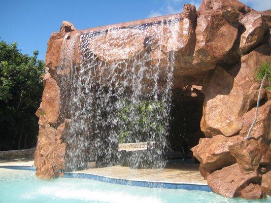 Iberostar Paraiso Beach: Waterfall in the Kids Area
