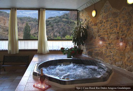 Spa y Casa Rural Rio Dulce: Jacuzzi con vistas al cañón