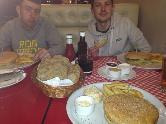 4 Seasons Apartments Cracow: Out for food
