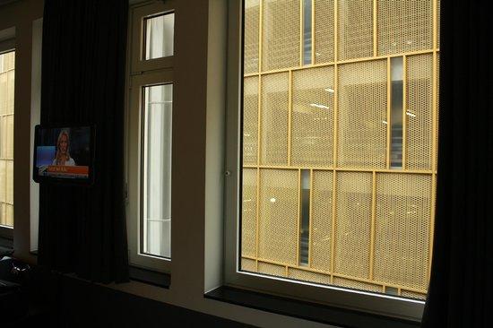 aletto Hotel Kudamm : Вид из номеров, окна которых выходят на паркинг