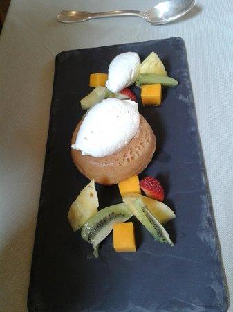 Château de Gilly : baba sans rhum mousseline à la vanille et fruits frais