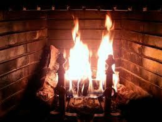 The Watershed Tavern at the Boothbay Craft Brewery: An authentic Rumford fireplace warms us every night!
