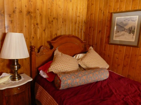 Izaak Walton Inn: A guest room