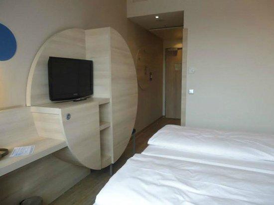 H2 Hotel Berlin Alexanderplatz: Bedroom