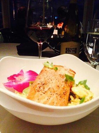 SeaVenture Restaurant: delicious salmon