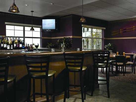 Horizons Restaurant & Lounge: Drink specials and your favorite game in the Lounge.